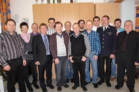Bürgermeister Markt Hutthurm), Alfons Praml (Kassier), Georg Baumann (1. Vorstand), Otto Krenn (ehemaliger 2. Vorstand), Gottfried Wölfl (Dirigent), ... - Blaskapelle%2520alle_klein