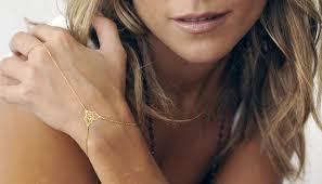 <b>Слейв браслет</b> (71 фото): модели с кольцом на цепочке, как они ...