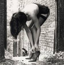 Risultati immagini per immagini donne sensuali bianco e nero