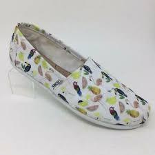 Toms <b>Classic Canvas</b> Slip On <b>Shoes</b> Womens 8.5 Parrot Print ...