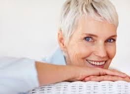Implante Dental de Titanio con corona de Zirconio gracias al Dr. Manuel Serrato - mujer_cara