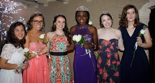 prom queen essay prom frozen in time the network senior prom queen faith carter in purple was surrounded by the