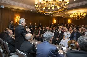 Başbakan Londra'da eğitim alan öğrencilerle buluştu