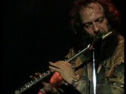 <b>Jethro Tull</b> - Locomotive Breath - YouTube