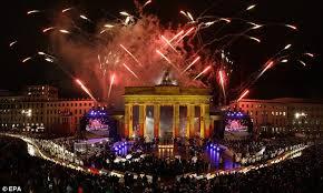 「Brandenburger Tor being broken 」の画像検索結果