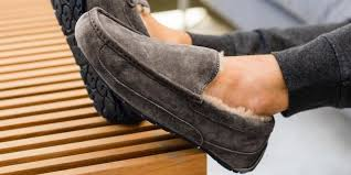 The <b>best men's slippers</b> of 2019: Ugg, Sorel, Minnetonka and more ...