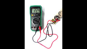 Как измерить напряжение в розетке <b>220</b> Вольт мультиметром ...