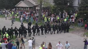 Riot Police Disrupt INSANE <b>College Party</b> - YouTube