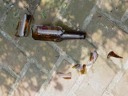 Resultado de imagen para broken bottle