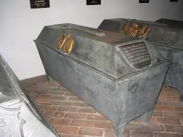 「Isabella II  grave」の画像検索結果
