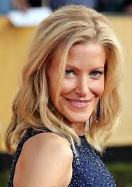 Anna Gunn's Messy Medium Hairstyle at the 2014 SAG Awards. Beach hair at a formal event? Why not?! As long as it's done correctly, a wild mane has a place ... - Anna-Gunn-Loose-Messy-Wavy-Medium-Hairstyle-SAG-Awards-2014