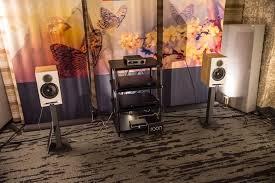 <b>Elac</b> представила двухполосную полочную акустику Debut ...