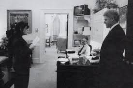 bill clinton and monica lewinsky talk outside the oval office of the white house nov bill clinton oval office