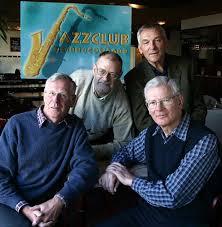 Het Jazzclubbestuur in maart 2003 (v.l.n.r. Bob Budde, Han Rademakers, Ben van Venrooij en Ton Molenberg). - jazzclubbestuur_maart2003_g