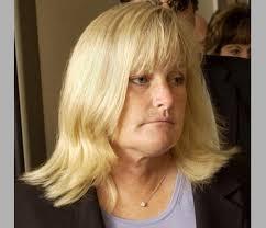 La que fuera esposa de Michael Jackson y madre de dos de sus hijos, Debbie Rowe, continúa desgraciadamente sacando rentabilidad al fallecimiento del rey del ... - debbie