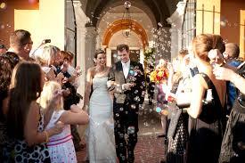 lancio delle bolle di sapone sposi