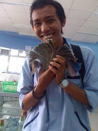Hasil gambar untuk foto ibu pegang uang