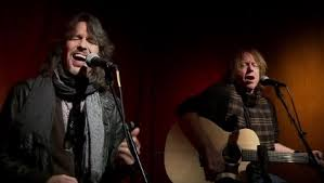 Watch <b>Foreigner</b> Perform <b>Acoustic</b> Version Of 'Feels Like The First ...
