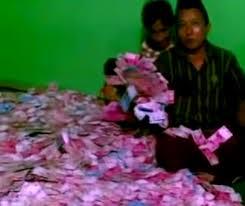 Hasil gambar untuk uang milyaran rupiah