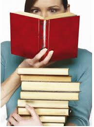Resultado de imagem para pilha de livros