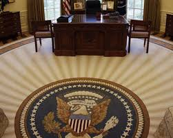 do you notice a difference here they are side by side bill clinton oval office rug