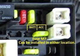 selectable battery accessory power source jeepforum com here is a picture of fuse m7 s location and a close up of where to position the fuse for accessory power and battery power