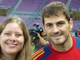 Iker Casillas y Sergio Ramos envían saludos a los lectores de PuntoLatino a través de nuestra redactora Julie Bauer. casillas julie900 - casillas_julie900