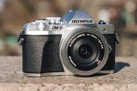 Best Mirrorless Camera 2020   Reviews by Wirecutter