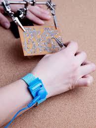 <b>Антистатический браслет</b> для работы с электрическими ...