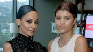 Sofia and <b>Nicole Richie</b> Posed for a Rare Sister Selfie | Glamour