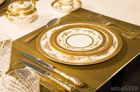 charger plates decorative: a charger plate was once considered an essential piece for any formal table setting