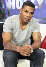 Nelly  2020 Neri capelli & afro stile dei capelli.