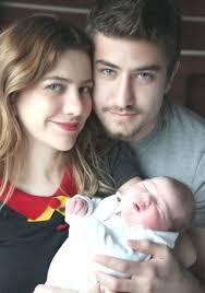 """Sarı - kırmızılı kulüpten yapılan açıklamada, """"Futbolcumuz Aydın Yılmaz, baba olmanın mutluluğunu yaşıyor. Aydın Yılmaz ve Ekin Yılmaz çiftinin bir kız ... - galatasarayli-aydin-yilmaz-baba-oldu-3361329_300"""