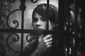 Image result for تصاویر متحرک دختر تنها در باران