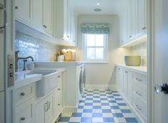 california beach houses laundry rooms and white shaker cabinets on pinterest beach style laundry room