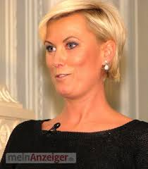 <b>Kamilla Senjo</b> moderierte den Abend. Bild 21 von 43 aus Beitrag: Glaube, <b>...</b> - 160951_web