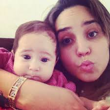 Pérola fez cinco meses neste sábado, 25. do EGO, no Rio. Perlla fez biquinho ao posar junto com a filha, Pérola, em foto postada no Instagram. - b31e659eef9d11e1a4d022000a1d0cc7_7