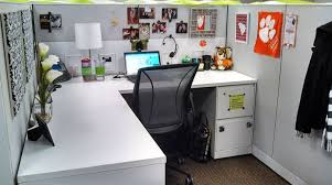 cubicles chic cubicle decor and office cubicle design on pinterest elegant decorating office cubicle walls