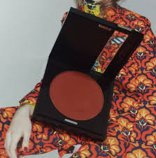 shade 161 which is described as matte cinnamon on sephora 39 s is a truly matte blendable deeply pigmented shade and it is reddish brown