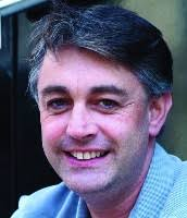 <b>Elias White</b> est professeur d'histoire à Tiburn Collège. - levison