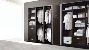 В Корее разработали шкаф, который умеет стирать и гладить ...