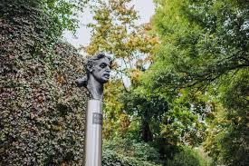 Monument to <b>Frank Zappa</b>   Go Vilnius