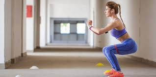 3 major health benefits of <b>squats</b> and how to do them properly - Insider
