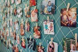 hang pictures on fish net for little <b>mermaid party</b> - super cute ...