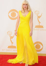Anna Farris in a bright yellow gown