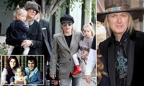 Lisa Marie Presley's husband has 'stash of child photos' | Daily Mail ...