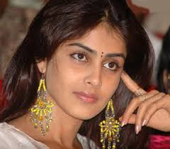 Cute Aunty Ready to Rock. Fri 23rd Nov 2012 09:31 PM Cute Aunty Ready to Rock - 1353555065_genelia-12