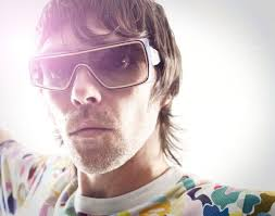 Ian Brown Official Discussion Forums - ian-brown-sunglasses-pic