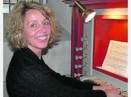 Kerstin Fuchs erfreut mit Orgelwerken   Frankenberg - 474565493-sommerorgel-konzert-organistin-kerstin-fuchs-erfreute-gottesdienstbesucher-drei-orgelstuecken-beglei-gA34