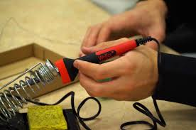 Best <b>Soldering</b> Irons for Beginners and Hobbyists 2019 - Maker ...